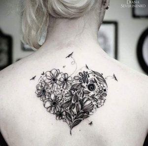 Tatouage femme cœur dos