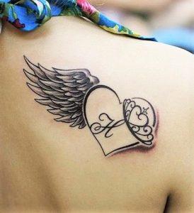 Tatouage femme cœur epaule