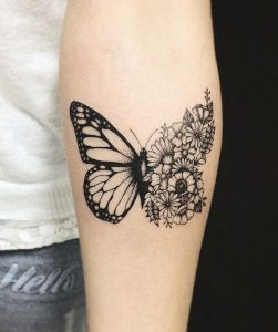 Tatouage femme papillon bras