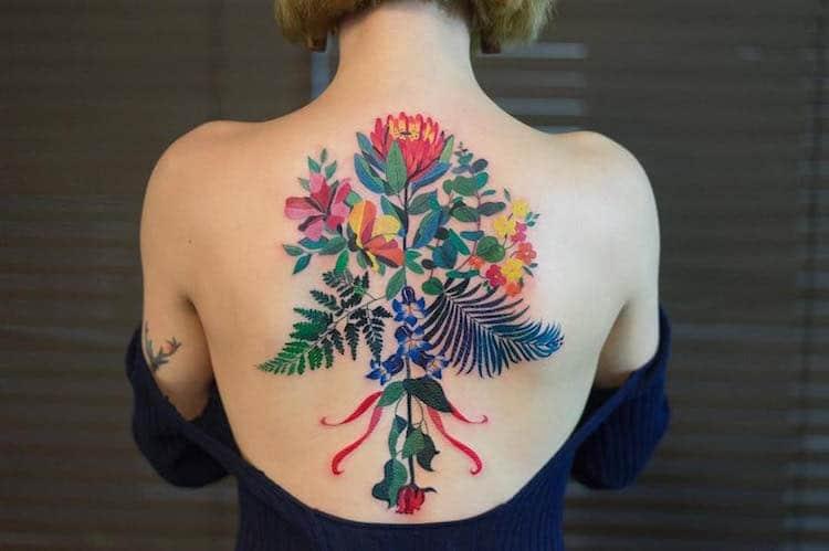 Tatouage floral dos