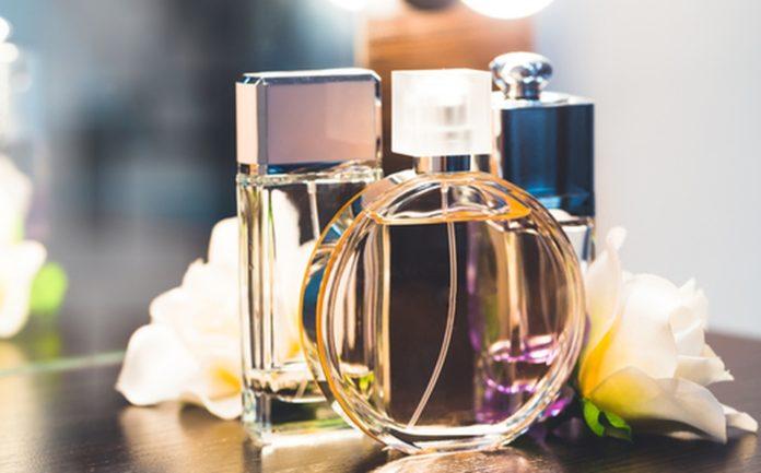parfum sur tables
