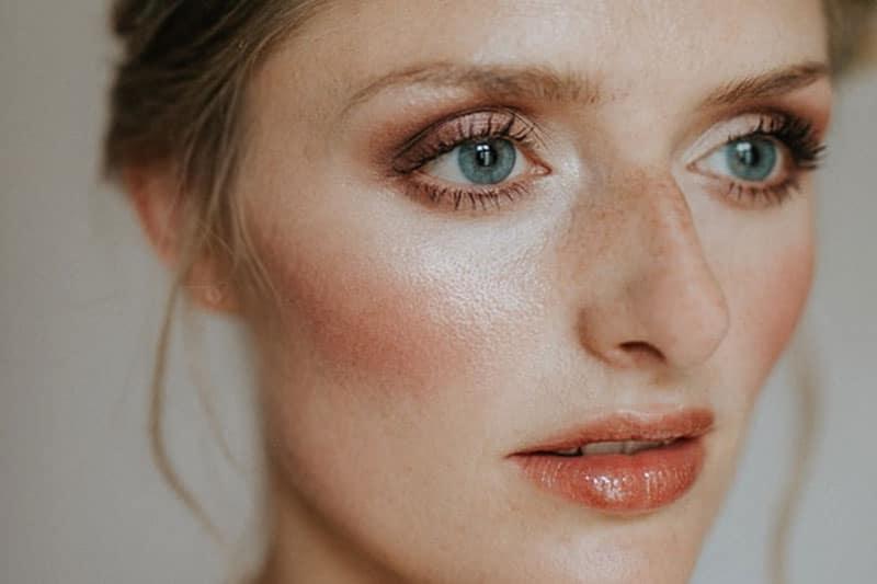 comment-reussir-son-maquillage-pour-yeux-bleu-vert