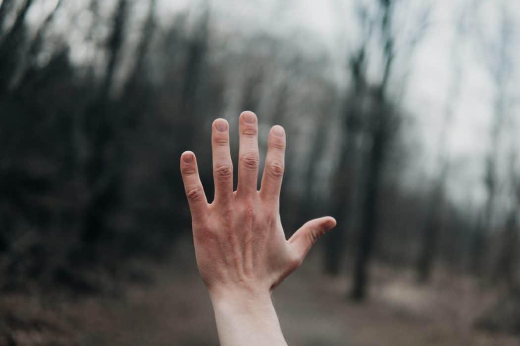 Comment ne plus avoir les mains moites ?