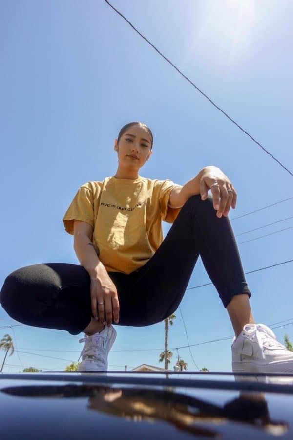 Style streetwear femme le Dress Code de la tête aux pieds