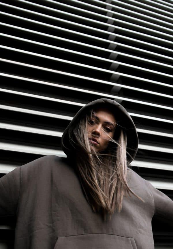 Style streetwear femme le Dress Code de la tête aux pieds 3