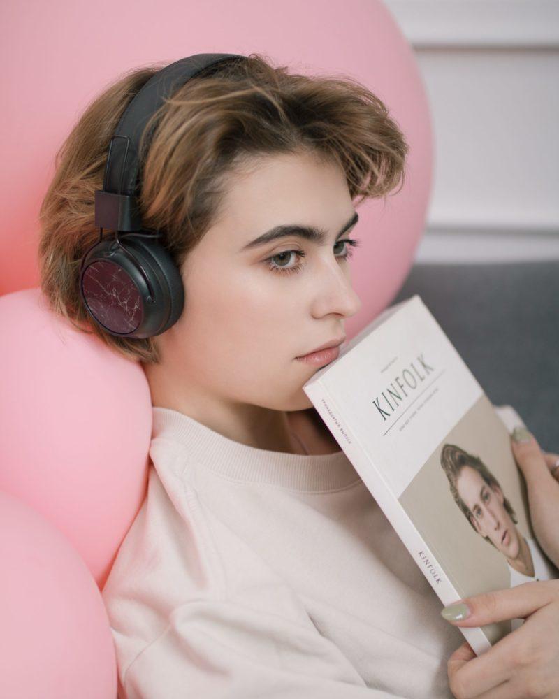 Les nouveaux appareils auditifs discrets ne sont plus seulement réservés aux personnes âgées