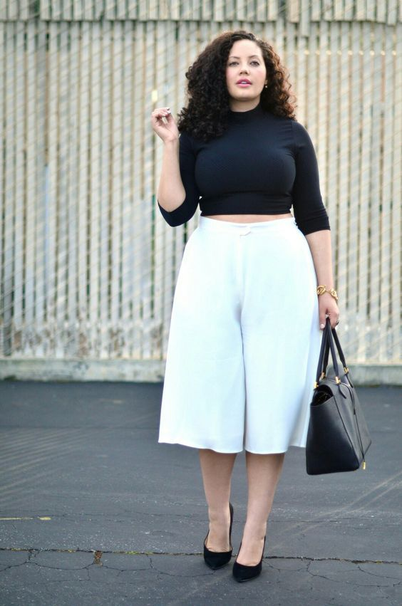 femme avec du ventre avec un pantalon taille haute