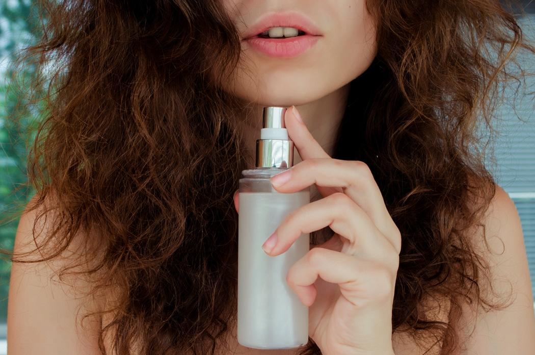 10 conseils et soins pour donner du volume à des cheveux fins