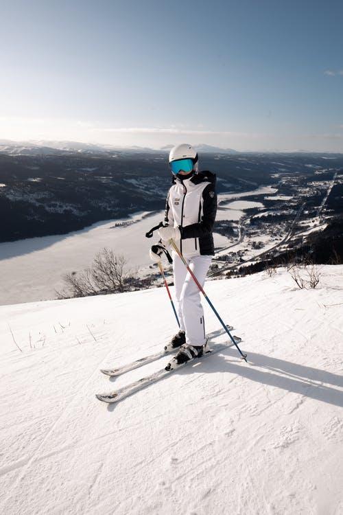 premiere fois au ski equipements conseils check list quand on debute au ski