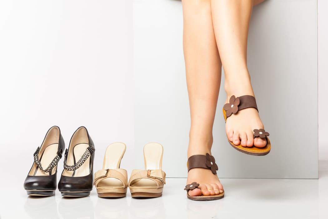 Quelles chaussures femme pour pieds larges