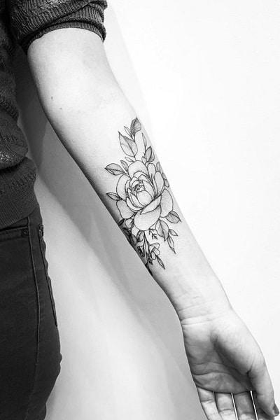 tatouage fleur avant-bras femme