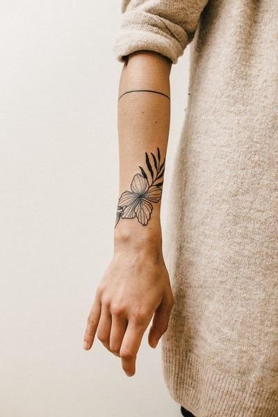 tatouage minimaliste avant-bras