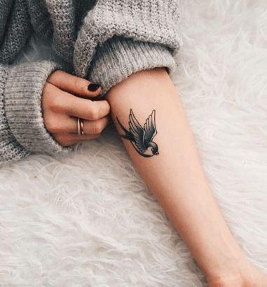 tatouage oiseau avant-bras
