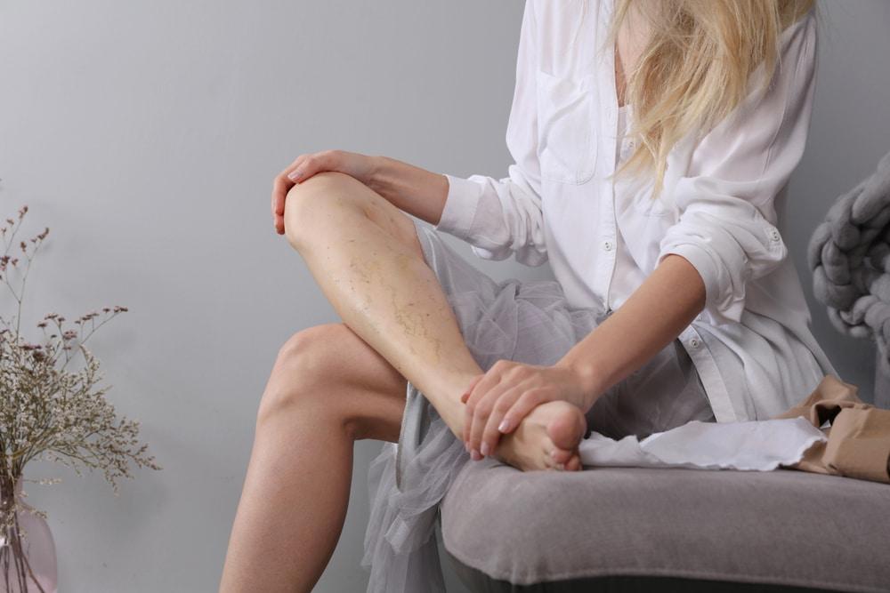 causes jambes lourdes
