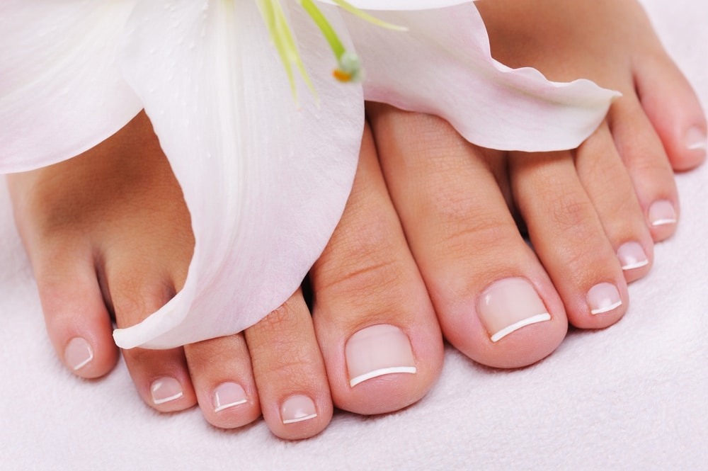 french manucure aux pieds