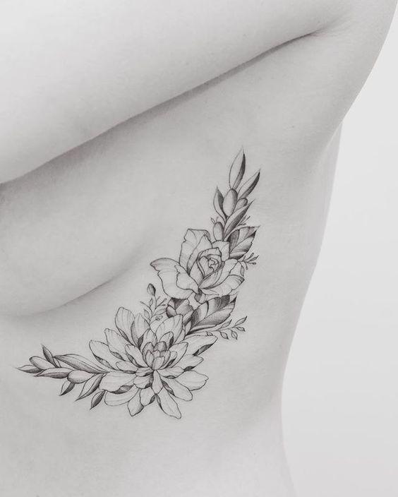 tatouage fleurs femmes