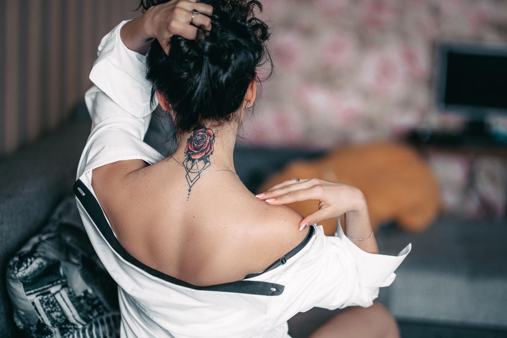 tatouage fleurs femme